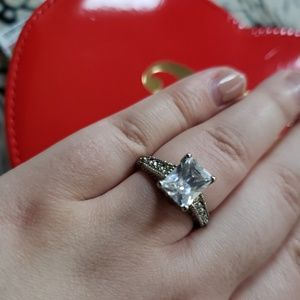 Jewelry - Costume Jewelry diamond look ring engagement